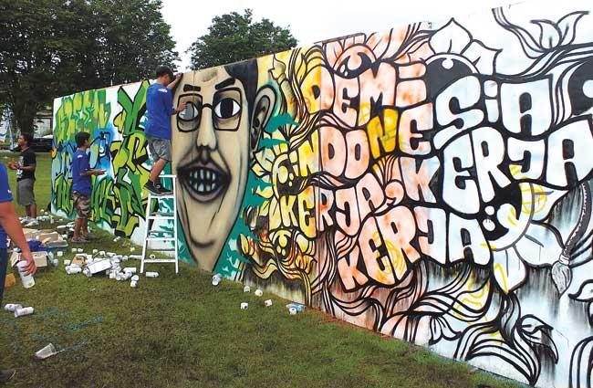 garap-dahlan-iskan-yakin-graffiti-positif-dan-datangkan-uang