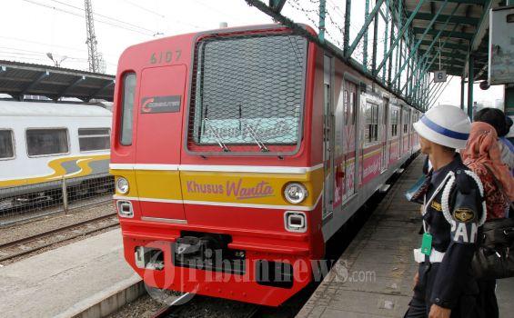 20121001_KRL_Commuter_Line_Khusus_Wanita_8167