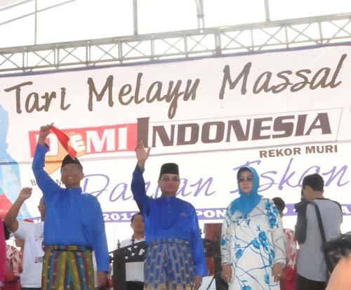 894345973Tari Melayu Massal